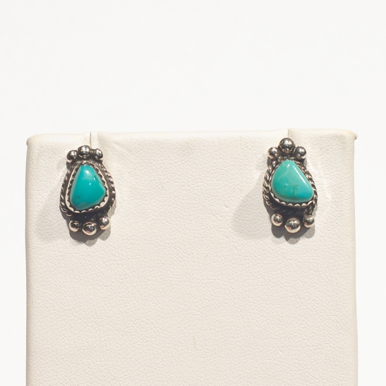 Which turquoise earring is the original, and which is the replacement by Henry Yazzie?